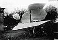 Jatho Zweiflaecher 1907 neben Schuppen.jpg