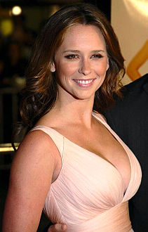 Hewitt at the premiere of 27 Dresses, January 7, 2008