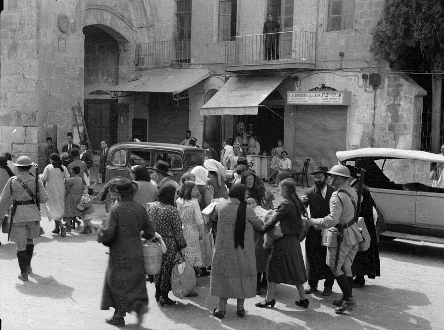 Jews evacuate the Old City, 1936