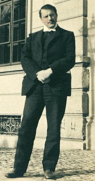 Carl Jung - Jung outside Burghölzli in 1910