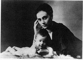 Kamila Stösslová - Kamila Stösslová with her son Otto in 1917