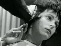 De Frans-Spaanse kapper Salvador geeft in de kappersacademie te Rotterdam een demonstratie van de nieuwe haarmode 1962