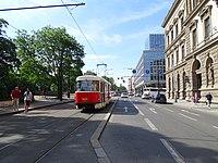 Karlovo náměstí, tramvaj linky 2 (01).jpg