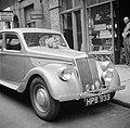 Kat op een luxe-auto in Soho, Bestanddeelnr 254-1975.jpg