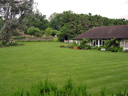 Harrison and Pattie Boyd lived in Kinfauns in Surrey from 1964 to 1970 Kinfauns George Harrison house.jpg