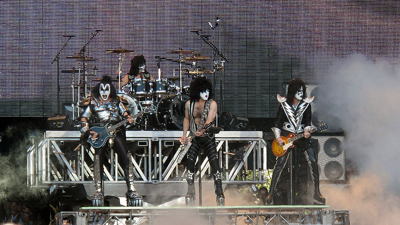 800px-Kiss_saunaopenair2010.jpg