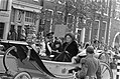 Koningin Juliana en koning Carl Gustav in open calèche, Bestanddeelnr 928-8488.jpg