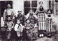 Kurti Family 1920.jpg