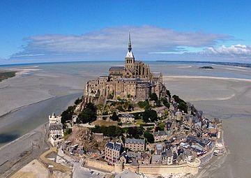 L'Abbaye du Mont-Saint-Michel, vue du ciel.JPG