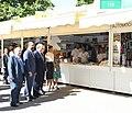 La alcaldesa en funciones acompaña a la Reina en la inauguración de la Feria del Libro 09.jpg