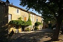 Ladern-sur-Lauquet Place de l'Eglise.jpg