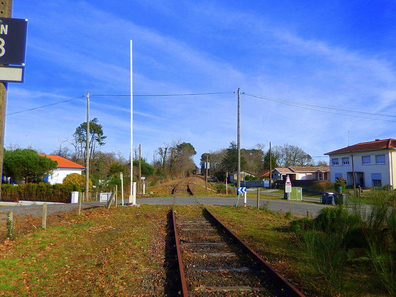 Le PN (=Passage à Niveau) N° 8 a Narrosse , 45 ans après la fermeture de la Ligne Dax-Saint sever , La ligne et comme neuf , malgres presque un demis siècle sans entretien ...