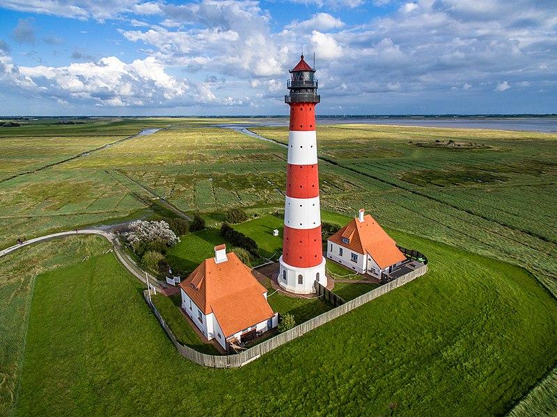 1 місце. Аерофотозйомка Вестерхеферського маяка, Німеччина. Автор фото — Marco Leiter (Phantom3Pix), ліцензія CC-BY-SA-4.0