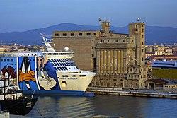 Uno scorcio del porto di Livorno