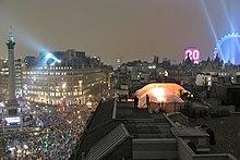 Ribuan orang berkumpul diCentral Londonuntuk merayakan tahun baru, dan pesta kembang api pergantian tahun diLondon Eye.