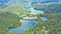 Luftbild von Plitvicer Seen in Kroatien (48607638371).jpg