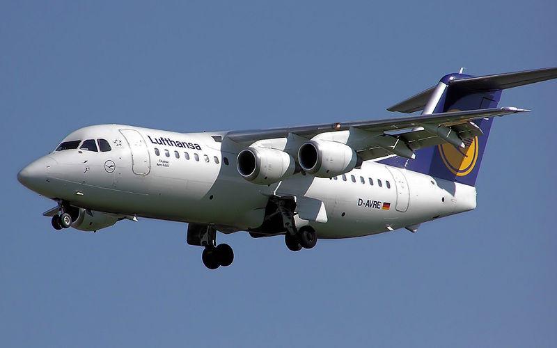 800px-Lufthansa.rj85.arp.jpg