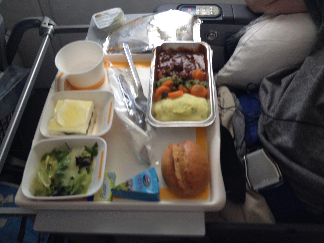 File:Lufthansa Economy Class Food.jpg - Wikimedia Commons