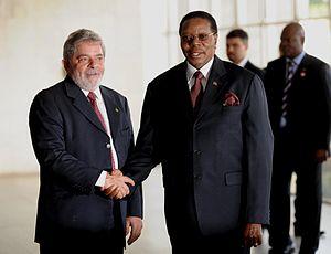Bingu wa Mutharika - Luiz Inácio Lula da Silva (left) with Bingu wa Mutharika (right).