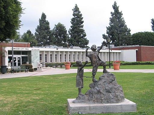 Lynwood City Hall 02