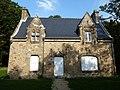 Maison sur le domaine du chateau de keraveon - panoramio.jpg