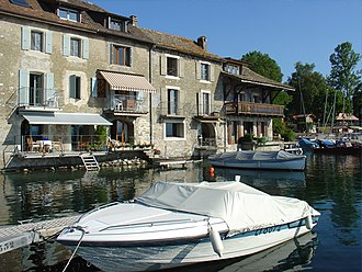 Nernier - Houses around the harbour