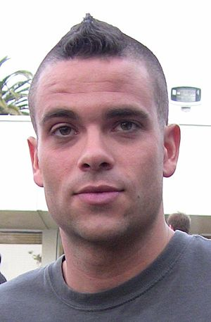 I Kissed a Girl (Glee) - Image: Mark Salling Glee Premiere