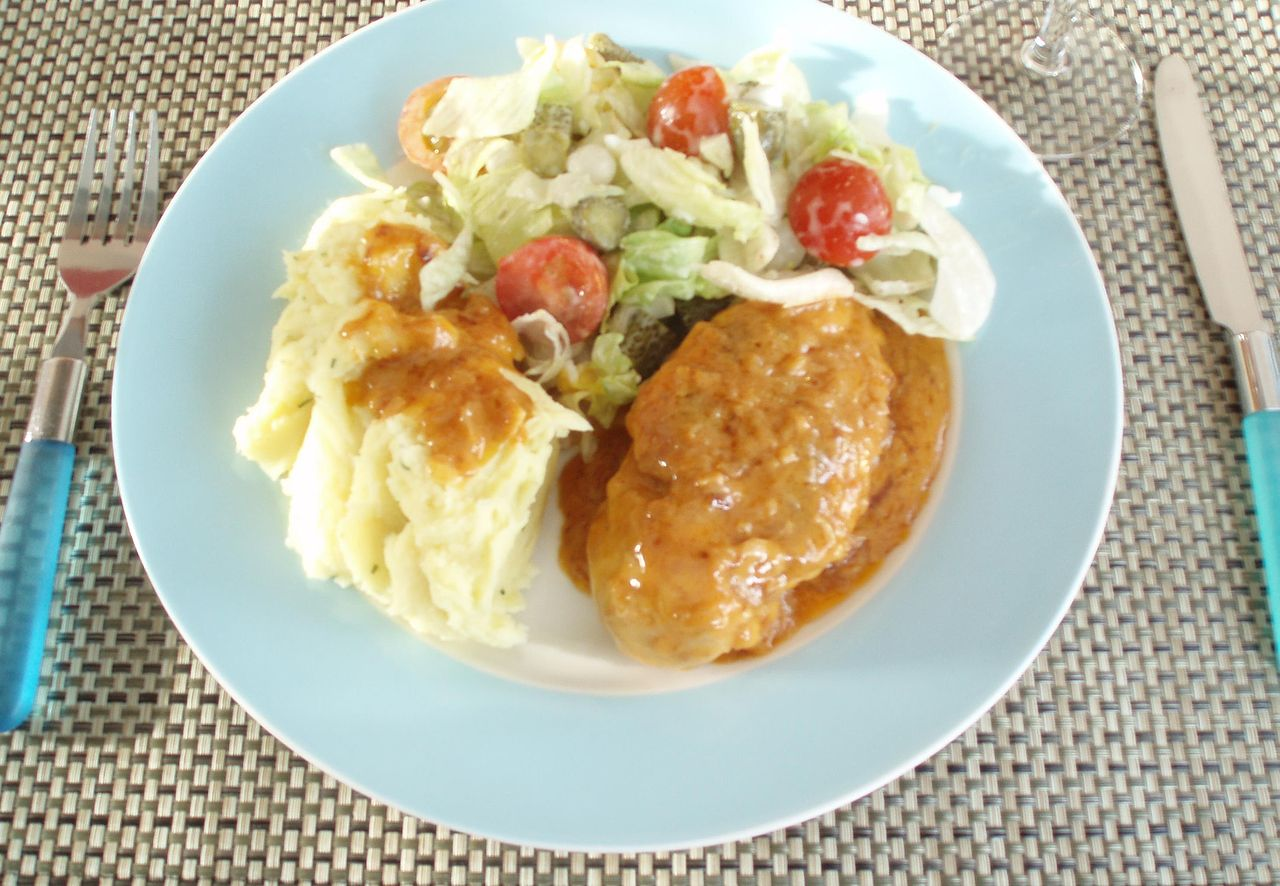 ... :Mashed potatoes with chicken in white wine sauce and dutch salad.JPG