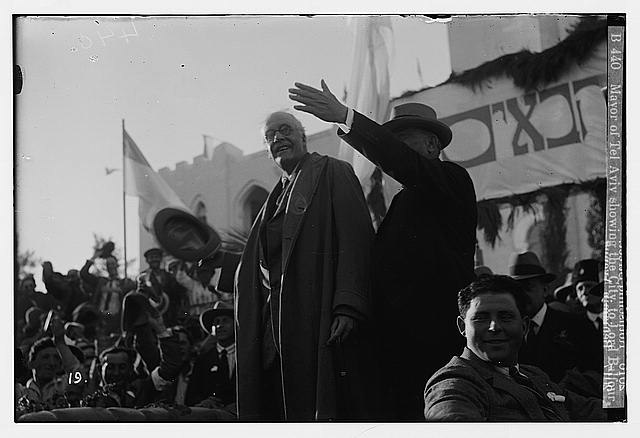 Mayor of Tel Aviv showing the city to Lord Balfour