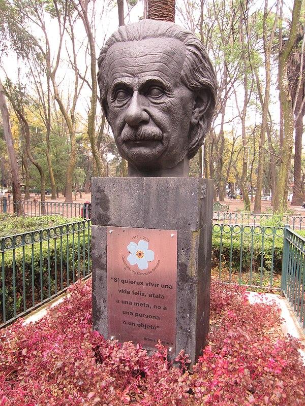 https://upload.wikimedia.org/wikipedia/commons/thumb/c/c6/Mexico_City_%282018%29_-_591.jpg/600px-Mexico_City_%282018%29_-_591.jpg