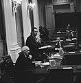 Minister Boersma achter het spreekgestoelte, staatssecretaris Mertens zittend o…, Bestanddeelnr 926-8232.jpg