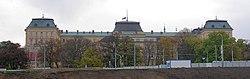 Ministerstvo obrany, od nádraží, výřez.jpg
