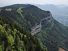Vue de falaises du haut de la montagne