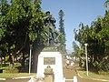 Monument aux morts, jardin de la mairie (2856190846).jpg