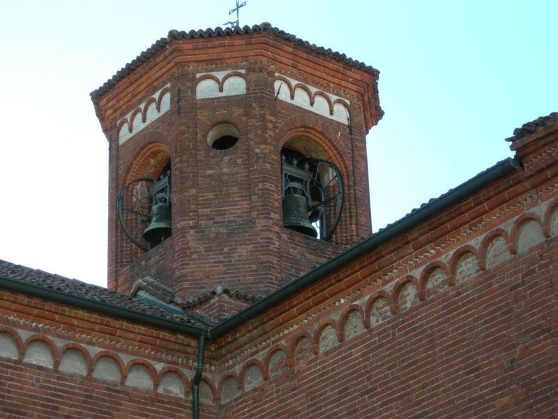 Immagine:Morimondo torre campanaria.JPG