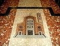 Mosaico all'inizio della navata della Chiesa dei Santi apostoli Pietro e Paolo.JPG