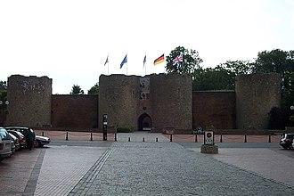 Péronne, Somme - Château de Péronne entrance