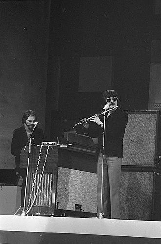Mike Pinder - Mike Pinder and Ray Thomas rehearsing (1969)