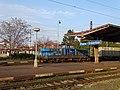 Nádraží Praha-Vršovice, nákladní kontejnerový vlak, lokomotiva.jpg