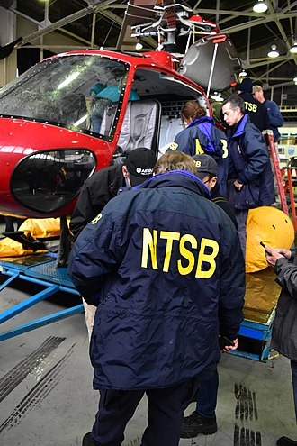 2018 New York City helicopter crash - NTSB investigators examine the recovered wreckage of N350LH on March 13, 2018