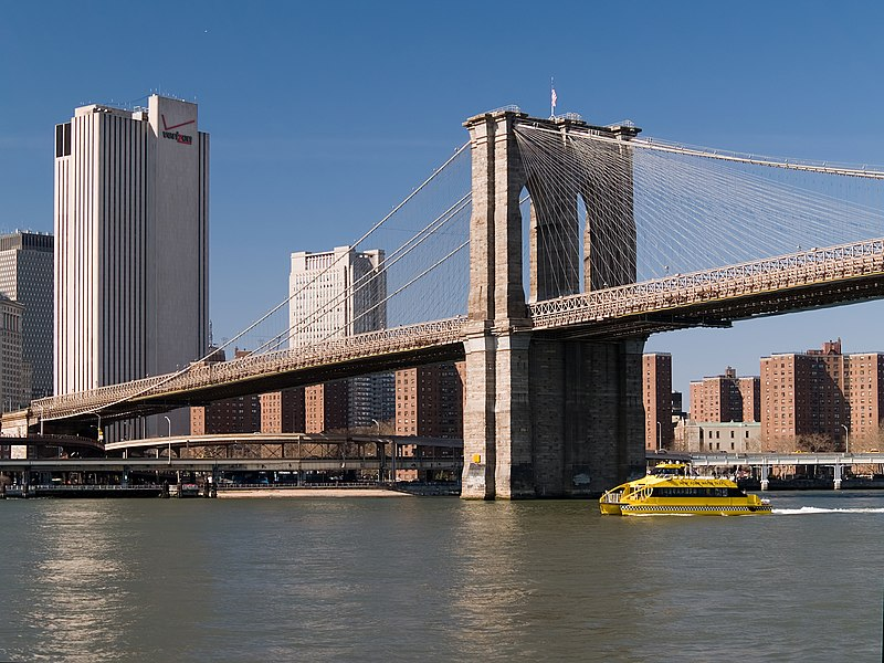 Datei:NYC Brooklyn Bridge western ramp.jpg