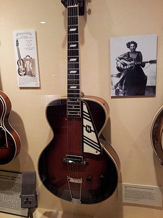 Valco - Image: National New Yorker, a.k.a. Memphis Minnie Model (1939), Museum of Making Music