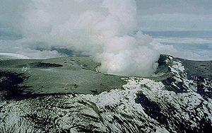 English: The broad summit of Nevado del Ruiz i...