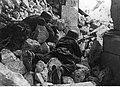 Niemieccy spadochroniarze w gruzach zniszczonego klasztoru na froncie włoskim (2-2249).jpg