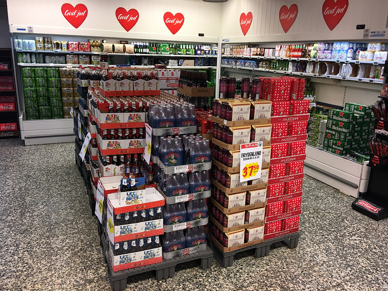 FileNorwegian Christmas Soda And Beers Ringnes Aass Julebrus Lettjulebrus Frydenlund IPA Julecider Heineken Etc In Freezer Chiller Showcase