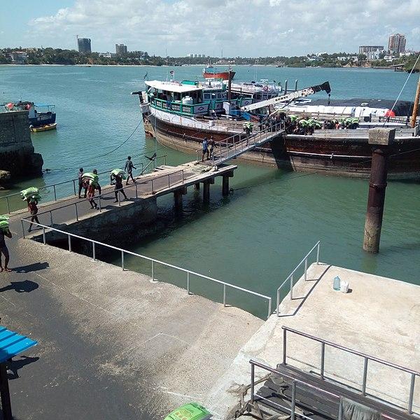 File:Offloading at mombasa.jpg