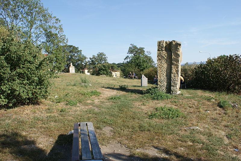 Datei:Old (former) Jewish cemetery in Uherský Brod 11.JPG