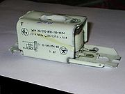 Magnetic single-lamp ballasts have a low power factor