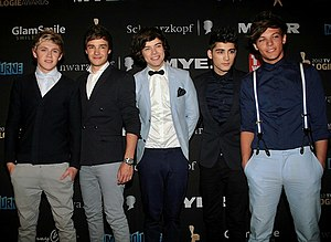 English: 2012 TV Week Logie Awards – Red Carpet Arrivals – One Direction. From left to right: Niall Horan, Liam Payne, Harry Styles, Zayn Malik, and Louis Tomlinson. Location: Crown Casino, Melbourne