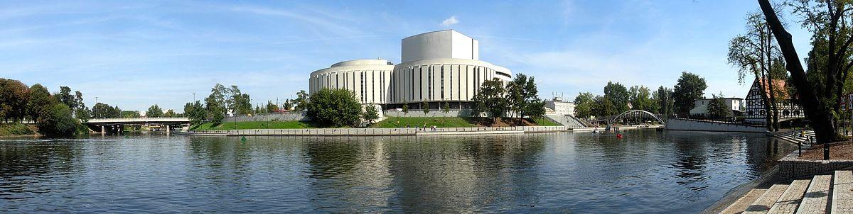 Polski: Opera Nova nad zakolem Brdy
